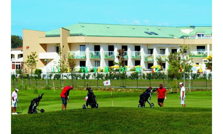 hôtel MAREGOLF: vue du parcours de golf