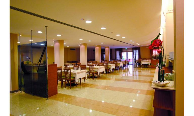 hôtel MAREGOLF: salle à manger