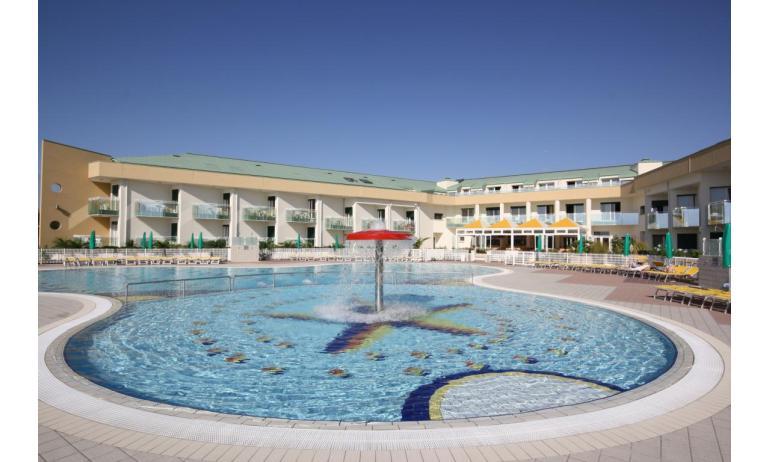 hôtel MAREGOLF: piscine enfants