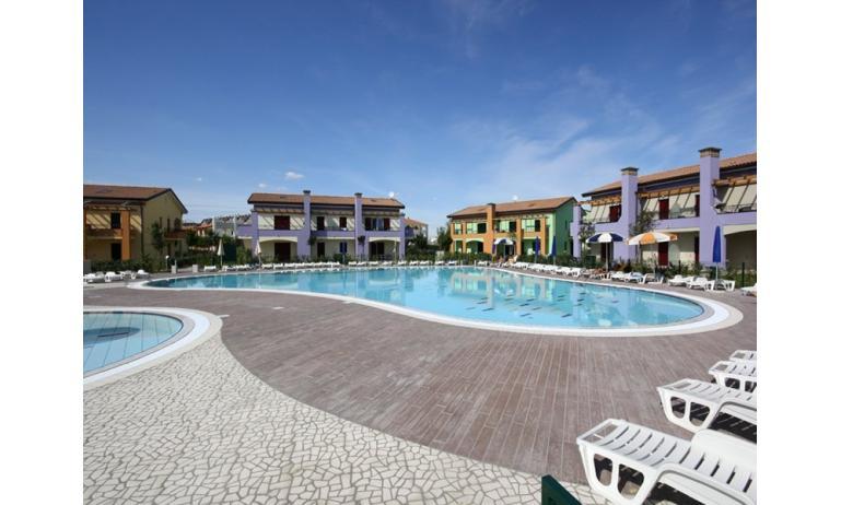 residence LE GINESTRE: esterno con piscina