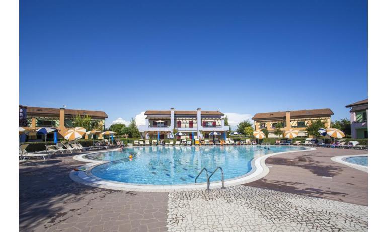 residence LE GINESTRE: piscina