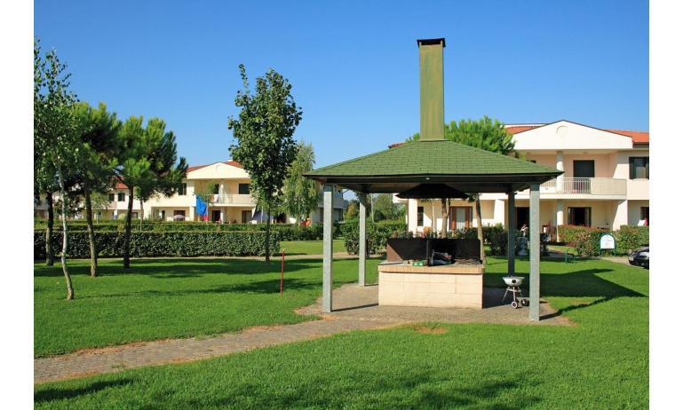 residence GIARDINI DI ALTEA: barbecue (esempio)