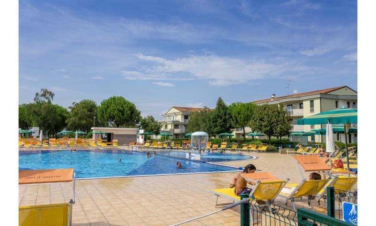 residence GIARDINI DI ALTEA: esterno con piscina