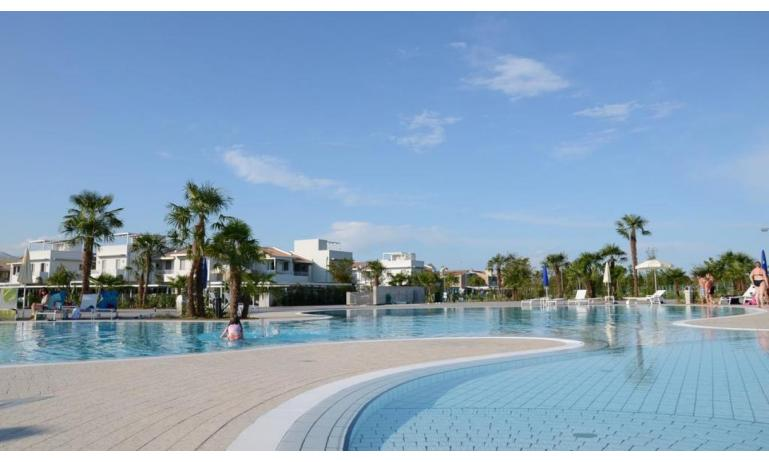 residence VILLAGGIO LAGUNA BLU: external view with pool