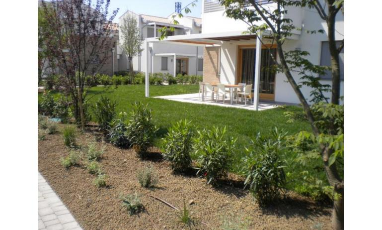 residence VILLAGGIO LAGUNA BLU: giardino (esempio)