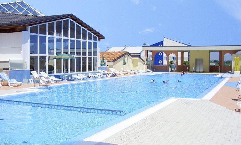 exterior avec piscine