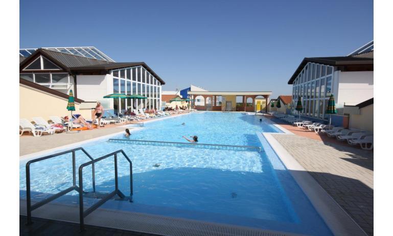 residence LA QUERCIA: piscina