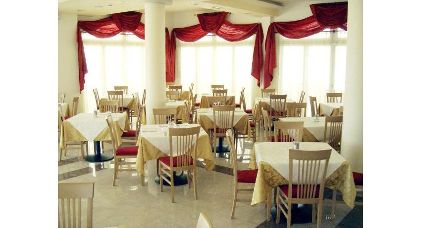 hôtel OLYMPUS: salle à manger