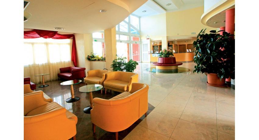 hôtel OLYMPUS: réception
