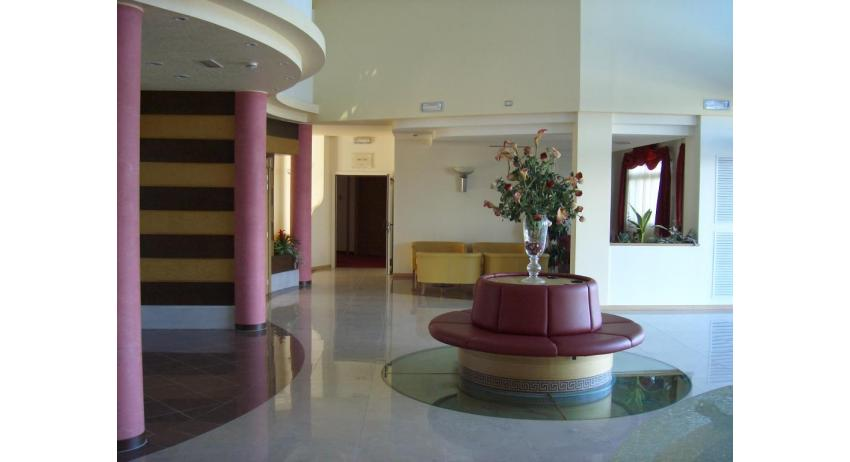 hôtel OLYMPUS: hall d'entrée