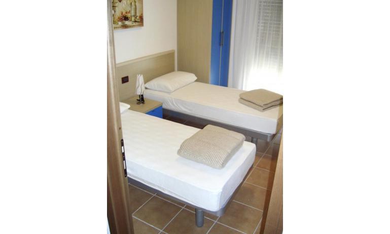 résidence ALLE FARNIE: C7 - chambre avec deux lits (exemple)