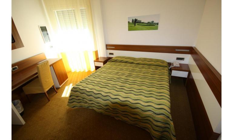Hotel MAREGOLF: Convenience - Schlafzimmer (Beispiel)