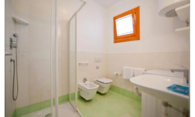 residence VILLAGGIO AMARE: C6/I - bathroom with a shower enclosure (example)