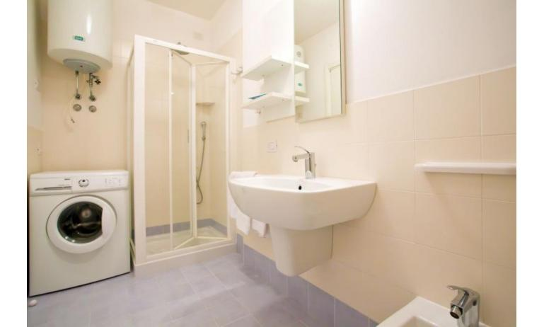 residence VILLAGGIO AMARE: C6/I - bathroom with washing machine (example)