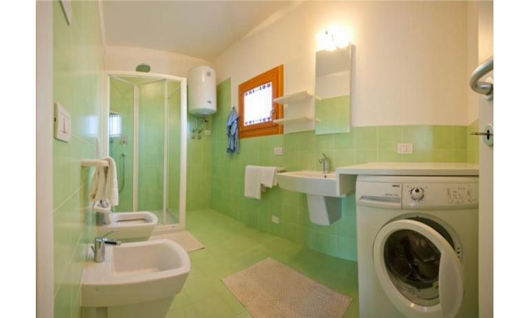 residence VILLAGGIO AMARE: C6/L - bathroom with a shower enclosure (example)