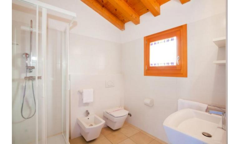 residence VILLAGGIO AMARE: D8/M - bathroom with a shower enclosure (example)