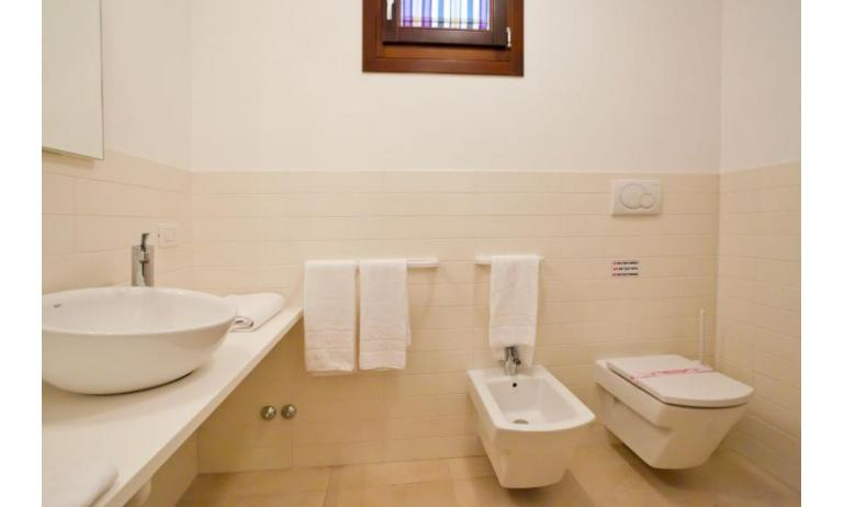 residence VILLAGGIO A MARE: D8/N - bathroom (example)