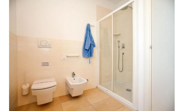 residence VILLAGGIO AMARE: D8/N - bathroom with a shower enclosure (example)