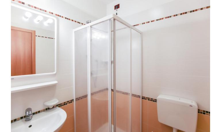 residence LE GINESTRE: B5V - bagno (esempio)