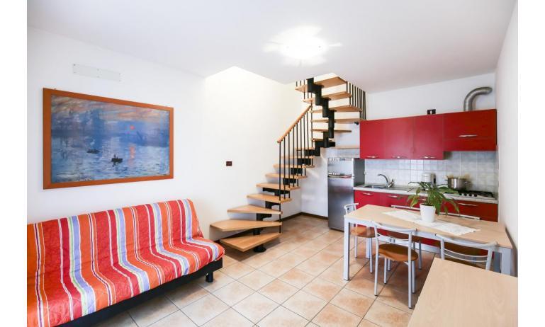 residence GIARDINI DI ALTEA: B5V - soggiorno (esempio)