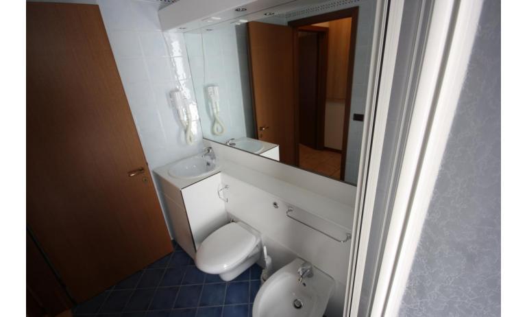 residence GIARDINI DI ALTEA: B5V - bagno (esempio)