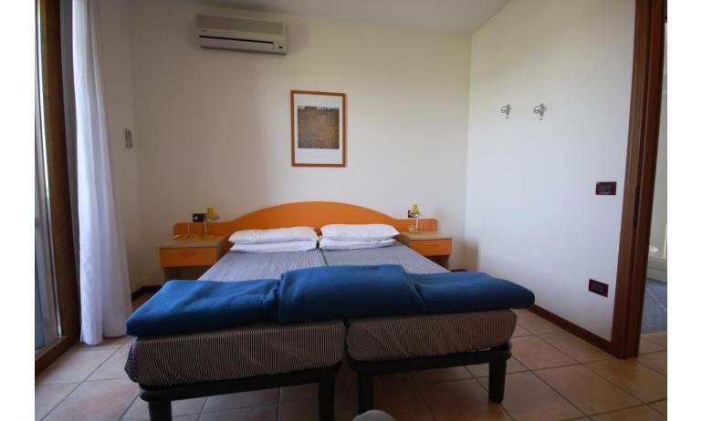 residence GIARDINI DI ALTEA: B5V - camera (esempio)