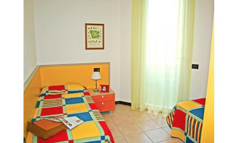 residence GIARDINI DI ALTEA: C7 - camera (esempio)