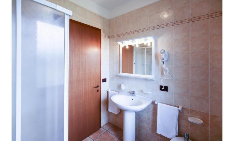 residence GIARDINI DI ALTEA: C7 - bagno (esempio)